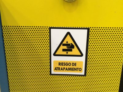 Parada de emergencia y señalización de riesgos