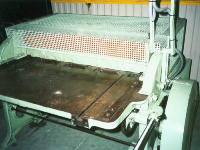Front safeguard for a cutter machine