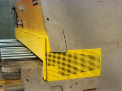 Side and moving front safeguards for a shearing machine