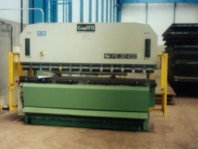 Side safeguards for a sheet folding machine